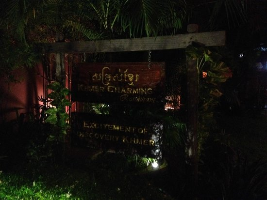 Khmer Charming Restaurant: The entrance