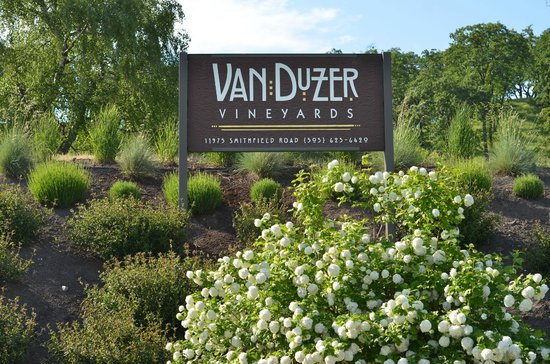 Dallas, OR: Welcome to Van Duzer Vineyards!