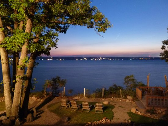 Paradise on the Lake Bed and Breakfast: Evening photo