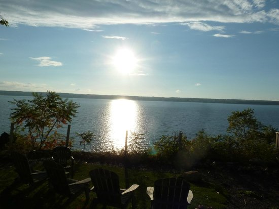 Paradise on the Lake Bed and Breakfast: Sunset on the Lake