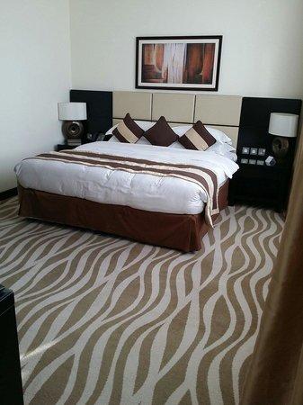 Cristal Hotel Abu Dhabi: Large king size