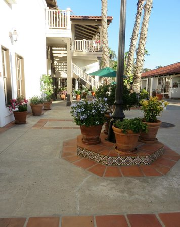 Best Western Plus Hacienda Hotel Old Town: Plaza outside our room