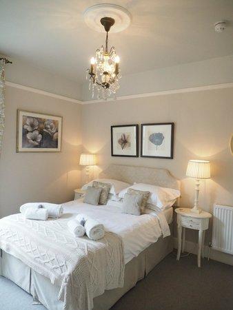 Brindleys Boutique B & B: spacious bedroom