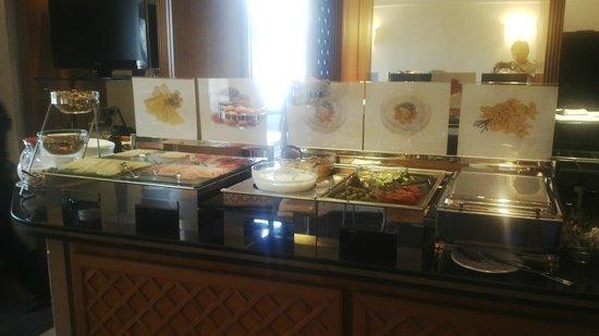 Tritone Hotel: Desayuno