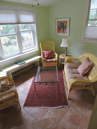 Lazy Jack Inn on Dogwood Harbor : Garden Suites sitting room