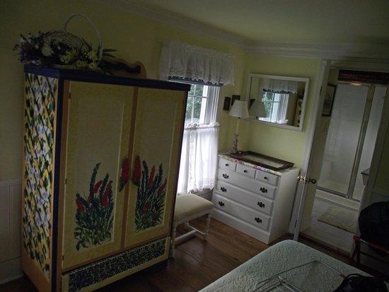 Lazy Jack Inn on Dogwood Harbor : East Room