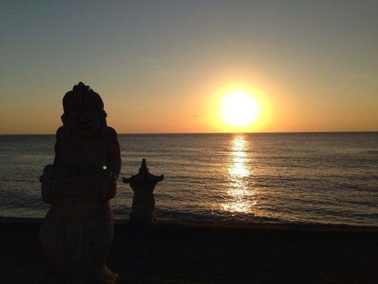 Puri Madha Bungalows: Sunrise. Taken from pool.
