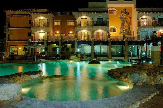 Hotel La Laguna Spa & Golf: Бассейн вечером