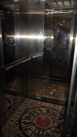 Hanoi Symphony Hotel: Great elevator