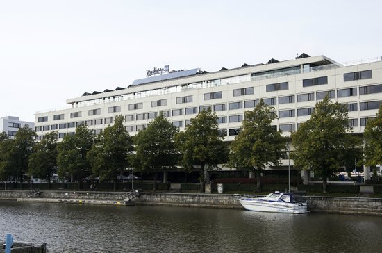 Radisson Blu Marina Palace Hotel, Turku: View on the hotel from the river