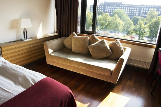Radisson Blu Marina Palace Hotel, Turku: Sofa and a view from the suite
