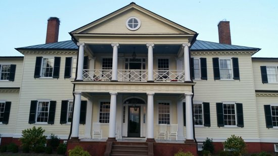 Belle Grove Plantation Bed and Breakfast: Belle Grove Portico