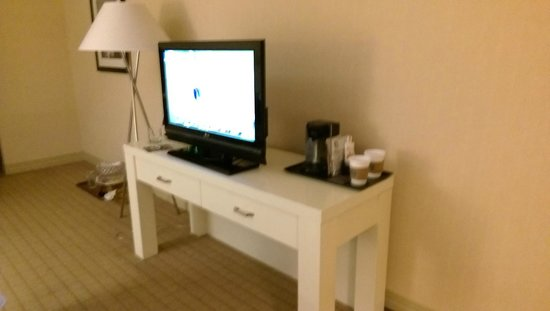 Sheraton Louisville Riverside Hotel: TV