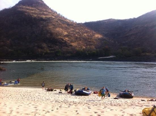 Zambezi Rafting Day Tours : one of beautiful beaches