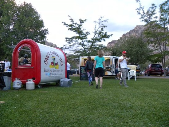 Super Summer Theatre: Vendors selling snack items