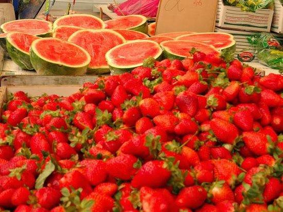 Mahane Yehuda Market: rouge des fraises et du pasteques