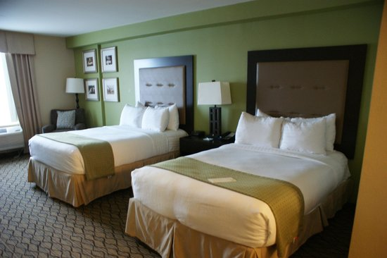 Holiday Inn & Suites Across from Universal Orlando : Bedroom 2