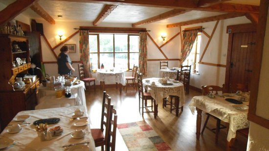 Tudor Lodge: Breakfast room
