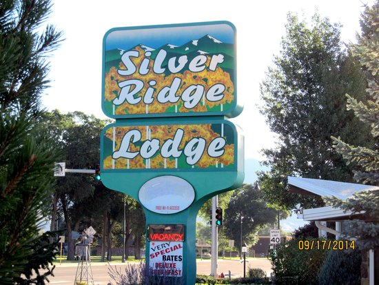 Silver Ridge Lodge: Their Sign by the Highway