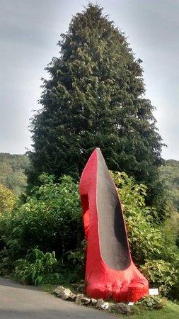 Broomhill Art Hotel and Scupture Garden Restaurant: Big Red Shoe