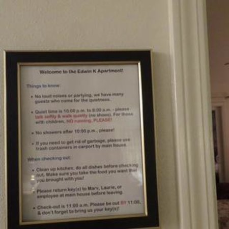 Edwin K Bed and Breakfast: Example of rules for the apartment