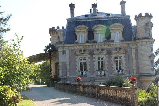 Chateau Clement: Château en revenant du parc