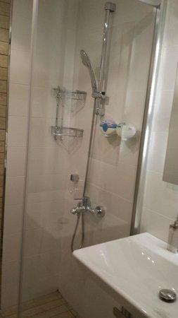 Aston Residence: Shower