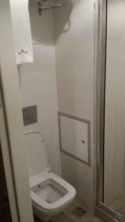 Aston Residence: Bathroom