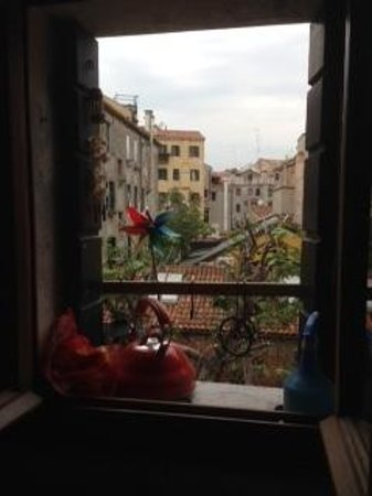 Venice-BB-Venezia : The view from the kitchen.