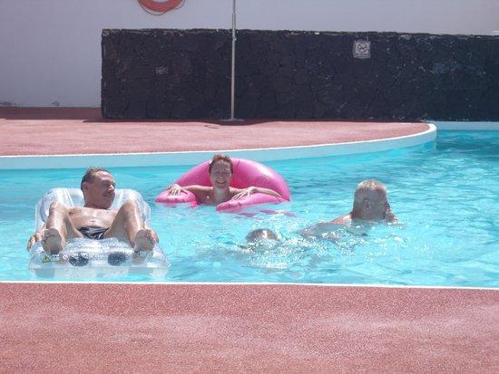 Oceano Apartments: Pool