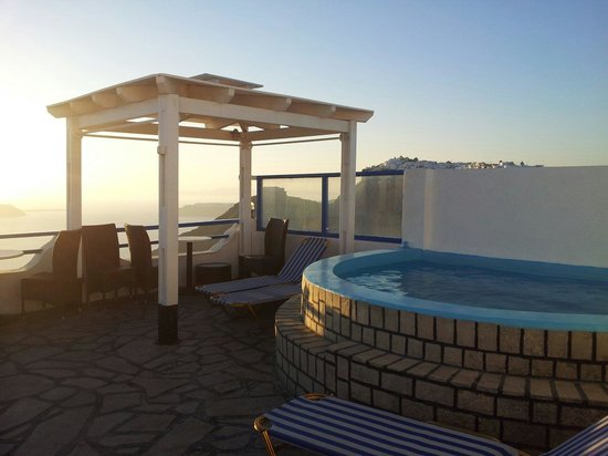 Kafieris Apartments On The Cliff: Terrazza perfetta per aperitivo al tramonto