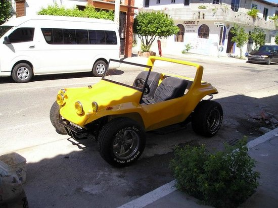 Los Portales: Yellow dune buggy