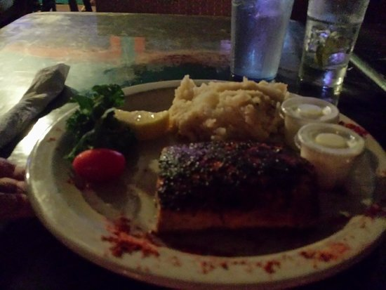 Moondog Seaside Eatery : Blackened Mahi Mahi w/garlic smashed potatoes