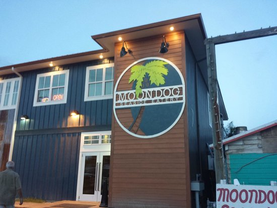 Moondog Seaside Eatery : Outside entrance