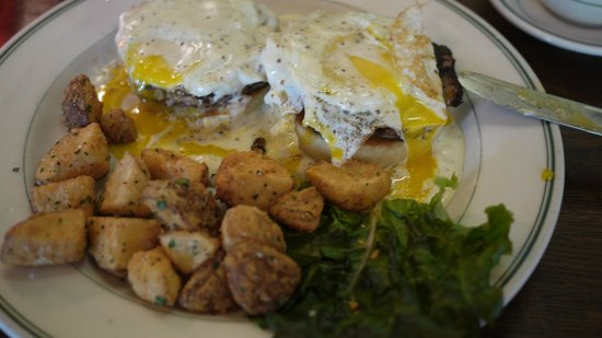 The Old Fashioned : Undercooked eggs Benedict - blech!!