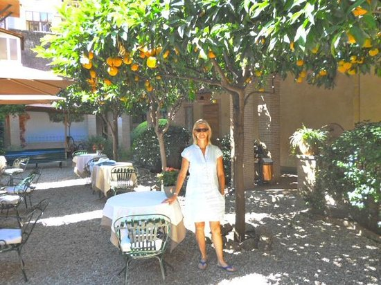 Hotel Santa Maria: Pretty courtyard for evening drinks and morning breakfast.