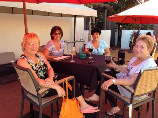 Holiday Inn Express Santa Barbara: Great Happy Hour at Bliss Cafe