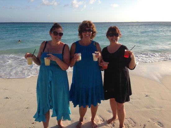Casa Del Mar Beach Resort: Happy Hour in Aruba