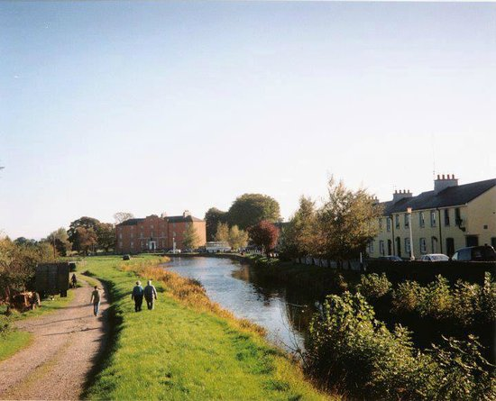 Robertstown Holiday Village: Walking along the Grand Canal