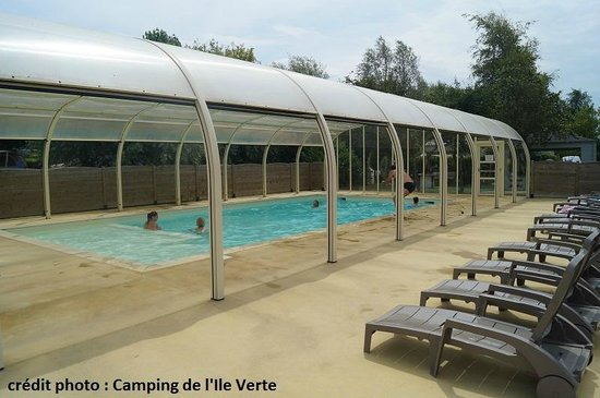 La piscine couverte picture of camping de l 39 ile verte for Camping auvergne piscine couverte