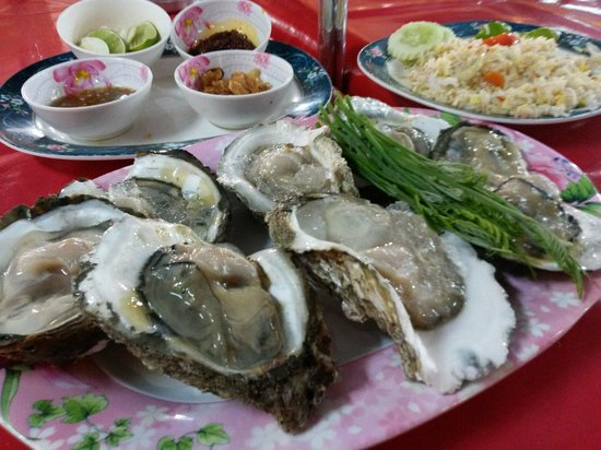 Lung Ja : oysters....fresh and big
