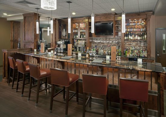 8th Street at the Ivy: Our restaurant bar