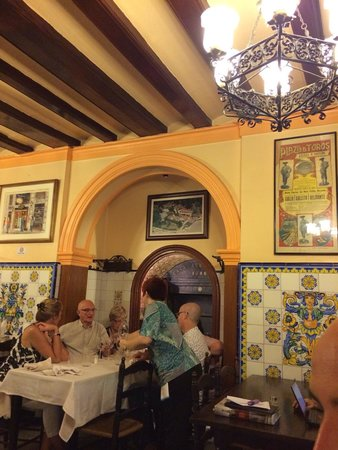 Can Culleretes : Decor is nice and authentic