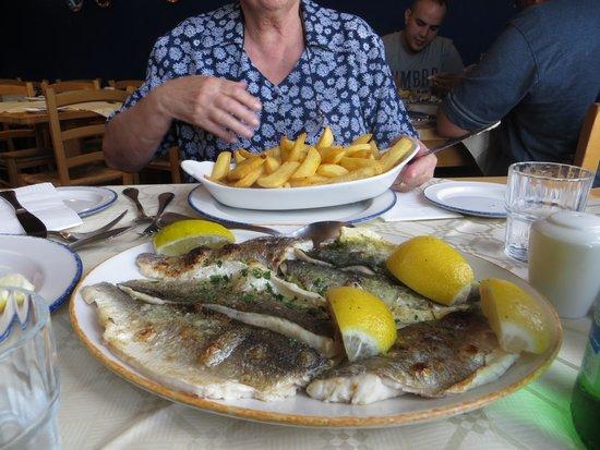 Ron's Restaurant: Excellent fish