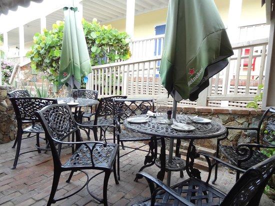 Aqua Bistro: Dining areas!