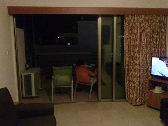 Eleonora Hotel Apartments: balcony