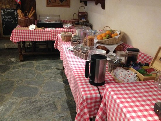 Hotel Olympic: Continental Breakfast