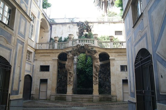 Palazzi dei Rolli: Внутренний дворик голубого дворца
