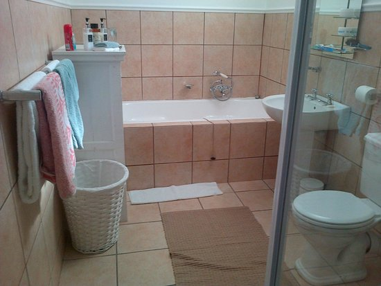C  the View Guesthouse: Beautiful well equipped Bathroom