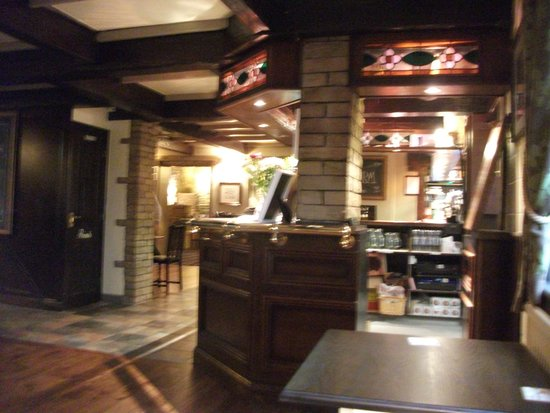 The Foresters Arms: Bar area